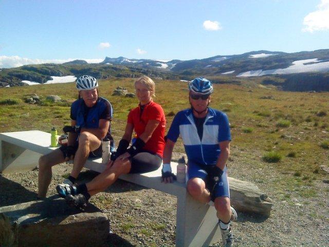 På tur over Aurlandsfjellet med Anne, Blokken og Frank Raa.