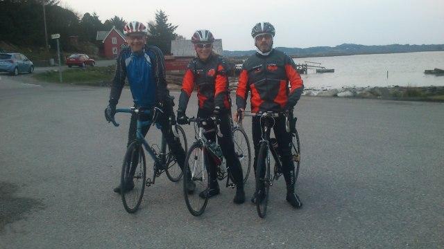 Bildet er tatt i april 2012. Tankene går for tiden mot ny sykkelsesong. Med Øyvind, Camilla og Trond