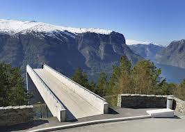 På veien over fjellet passerer vi Stegastein