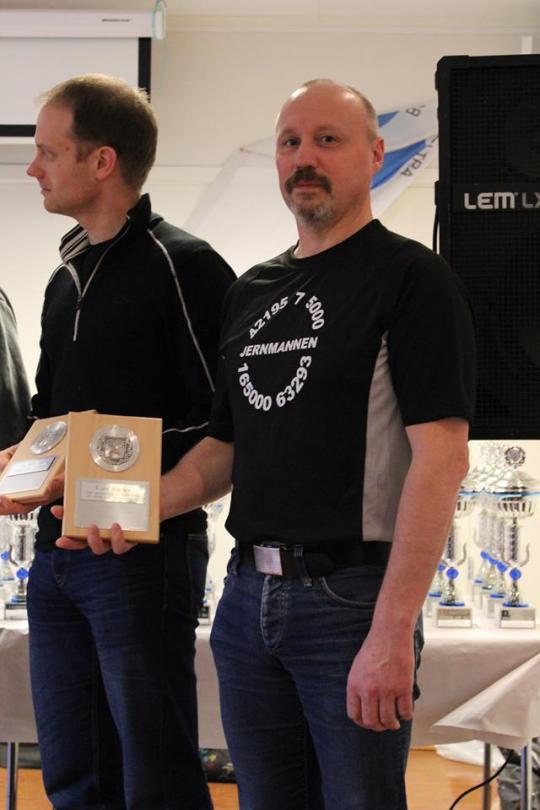 Plakett 5 maraton på Norsk jord sammen med løpevenn Odd Magne.